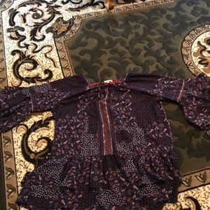 Excellent for fall wear! Flowy blouse EUC